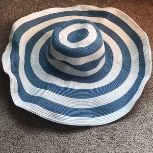 Women's floppy sun hat